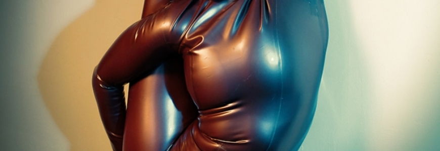 Photoshoot : Contortion within catsuit